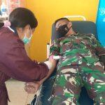 Salut, Darah Pun Disumbangkan Prajurit Satgas Pamtas Yonif R 142/KJ Untuk Masyarakat Perbatasan